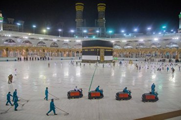 Mecca Grand Mosque Cleaned with 70,000 liters of Disinfectants Daily